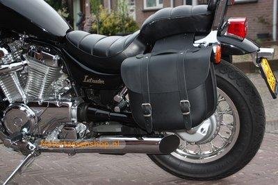 Suzuki Intruder 750 motortas, zwart, 2x17 L, D1000s