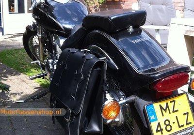 Yamaha met Posttas, zwart, 32L