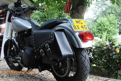 Harley Davidson Dyna met motortas, zwart nerfleer, 2x22L, E4095